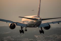 夕暮れの到着便 「Boeing 777-200」