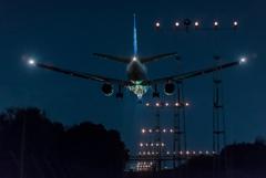 夜の到着便。