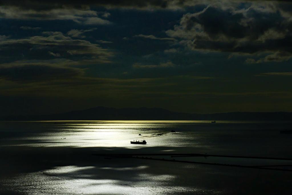 海は静かに