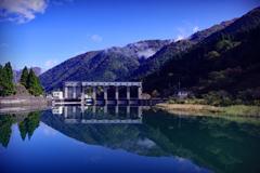 ダム湖は映る