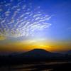夜明けは青空、うろこ雲