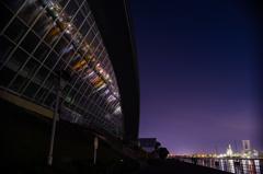 ガラスの中の工場夜景