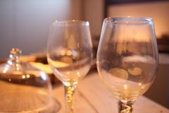 ワイングラスの灯り