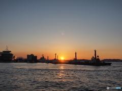 港での夕日