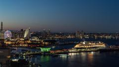 横浜マリンタワーより客船を眺めて
