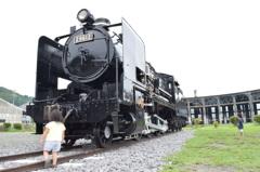 廃墟の機関車
