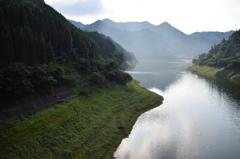 杖立温泉付近の渓谷アングルC