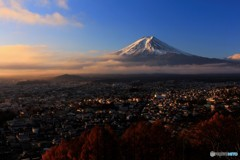 富士吉田、夜明けの街並み。
