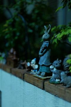 深夜のウサギ人形