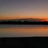 彩湖に映る風日の色