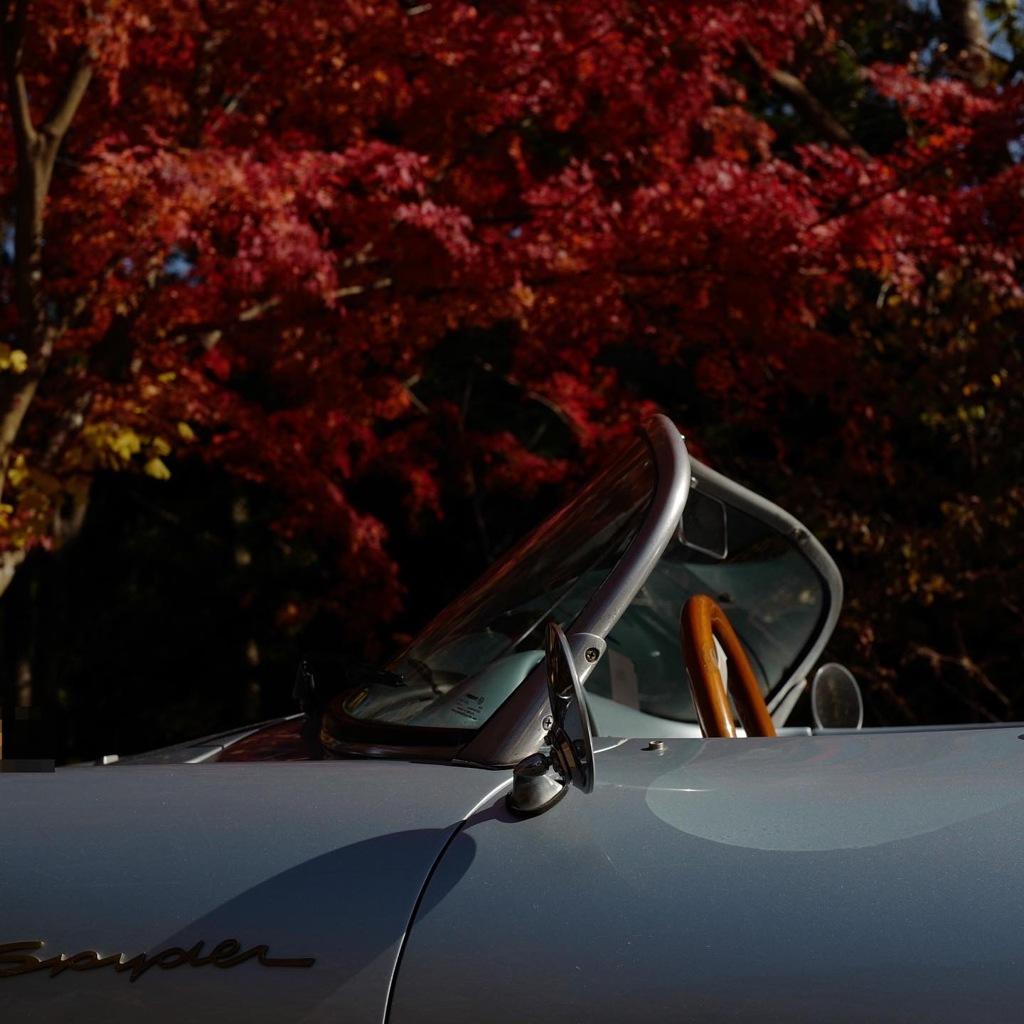 オープンカーで紅葉狩り
