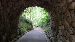 トンネルを抜けると、そこは・・・