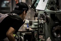 3つの工作機械→自分の手でヤスリ←0.001mm