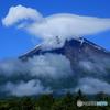 白いT-レックスが富士山で馬跳び