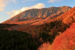 茜色に染まる大山