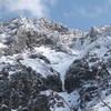 厳冬期の八ヶ岳、赤岳主稜を登攀する