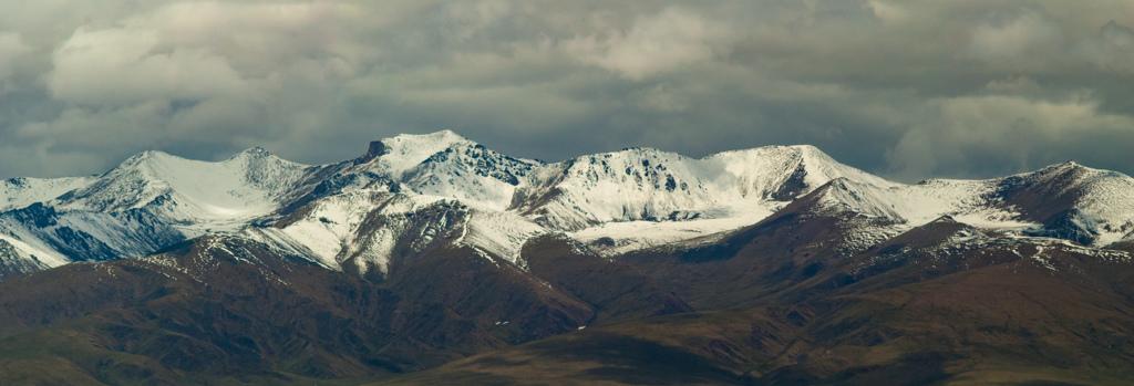 青海チベットの美しい山並み