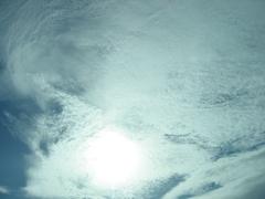 夏の変な空の色と雲