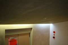 勾配天井、間接照明