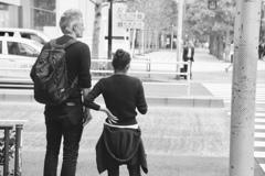 女と男のいる舗道