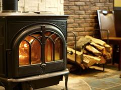 暖炉のあるカフェ