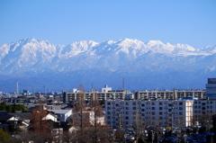 立山連峰に臨む町