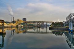 春の運河はのどけからまし。