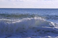 波の花が幾重にも