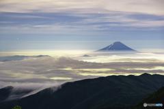 雲上の登山者