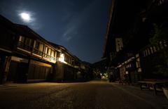 月夜の宿場町