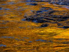 琥珀色の流れ