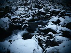 初雪が降った日・渓流