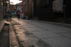 石畳の路地にて