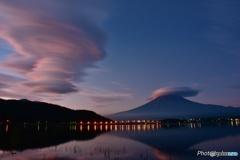 吊るし雲と雲海、朝焼けのコラボレーション
