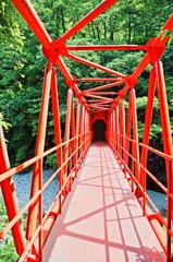 小さな橋の向こうへ