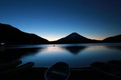 精進湖(夜明け前)
