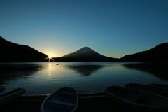 精進湖(日の出)