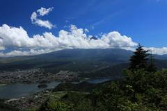 雲間の富士