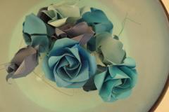 幸せになり切れない、くすんだ青いバラ