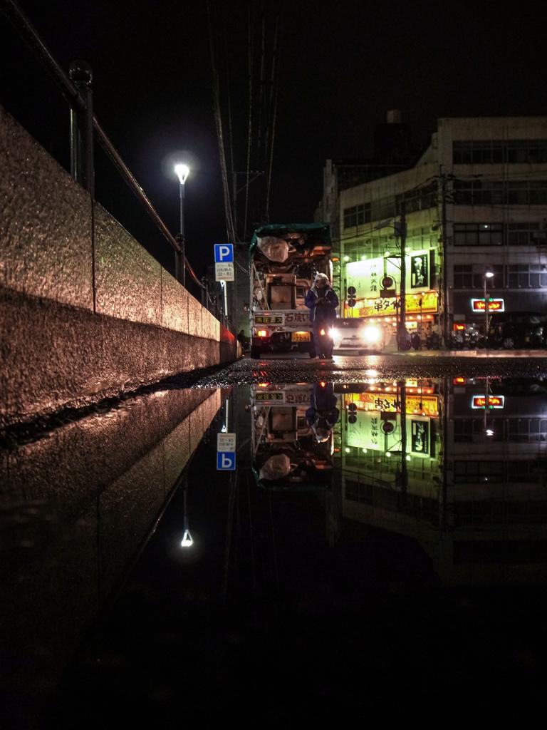 雨上がりのGR夜スナップ・焼き芋屋編