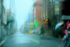 雨の裏通り