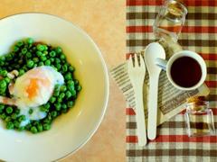 青豆の温サラダ・・・付合せで昼食