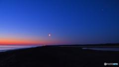 月のある夜明け