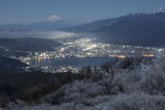 霧氷の夜景色