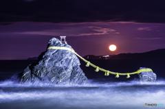 赤月の夫婦岩