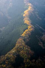 日のあたる稜線