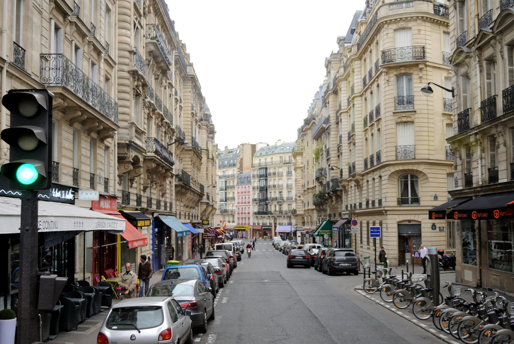 車窓からのパリ市街観光