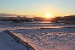 朝日を浴びる田畑 〜冬〜