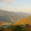 秋に染まりし、奥多摩湖