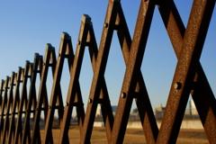 錆びた鉄柵